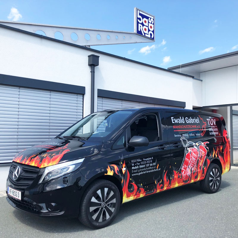 kreative Fahrzeugbeschriftung für Brandschutztechnik